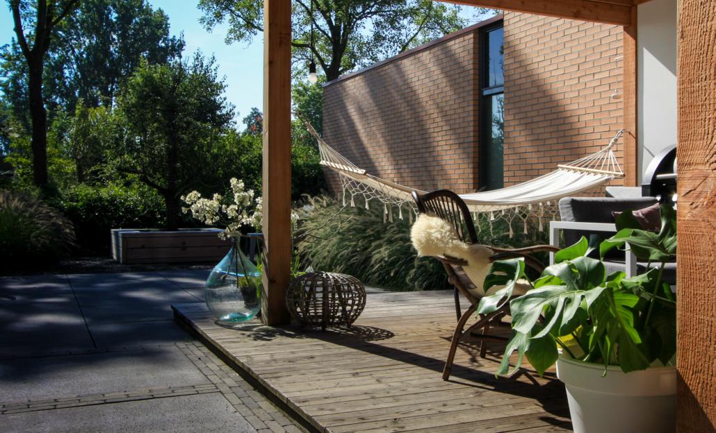 Inrichting Overkapping Tuin : Strakke tuin met overkapping gerba groen