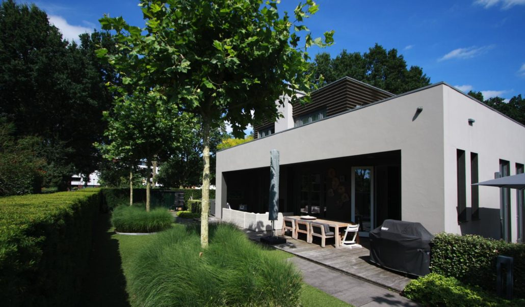 Strakke tuin met zwembad gerba groen - Deco tuin met zwembad ...